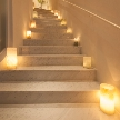 Wedding space hanami 表参道:ふたりの足元を照らす灯りは、会場入り口から。
