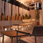 Wedding space hanami 表参道:夜のオープンテラスは一味違う艶やかさが同居