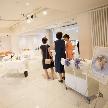 Wedding space hanami 表参道:受付台も白なので装飾のし甲斐があります