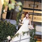 5(ファイブ)minamihorie:1階フロアなら、吹き抜けエリアにある階段もご利用可能!新郎新婦入場や、ブーケプルズもこちらで行えます♪