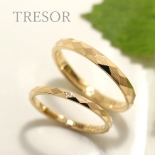 TRESOR(トレゾア)_lumtere(光) 光が当たる角度、指の動きにあわせてきらめいてくれる。