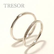 TRESOR(トレゾア)_melodie(旋律)細身のストーレートに贅沢にダイヤを留めた大人リング