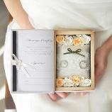 ブーケ&アイテム フィーノ:【納期1週間】ブックボックス型リングピローに名前・挙式日の印字と誓約書付き♪