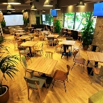 OMOTESANDO CAFE:着席70名半立食120名までの広々空間!