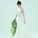 LIS BLANC MARIAGE(リブロンマリアージュ):しなやかなシルエットに身頃のビジューが圧倒的ドレス