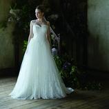 LIS BLANC MARIAGE(リブロンマリアージュ):フェミニンでバックコンシャスなやわらかシルエット