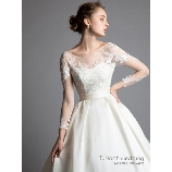 TuNoah wedding(チュノアウエディング):【スレンダー】チュールレースのロングスリーブ×サテンスカート洗練ロイヤルスタイル