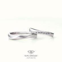 SUN JEWELRY(サンジュエリー)_ウェーブラインの結婚指輪