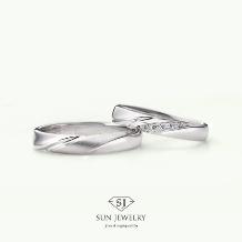 SUN JEWELRY(サンジュエリー)_緩やかなくぼみのラインが入った結婚指輪