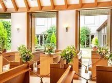 HOTEL HANSHIN OSAKA(ホテル阪神大阪) チャペル(やさしい木の温もりと光に満ちたチャペル)画像2-4