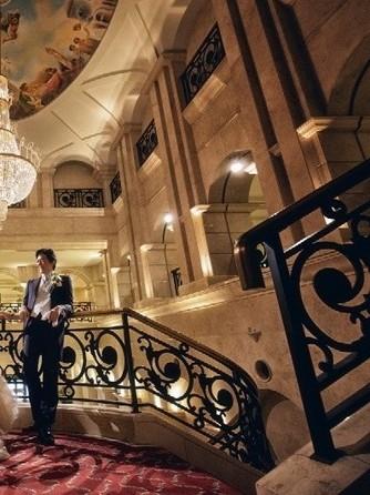エスタシオン・デ・神戸 セレモニースペース(荘厳な風格漂うエントランスホールでの挙式)画像1-2