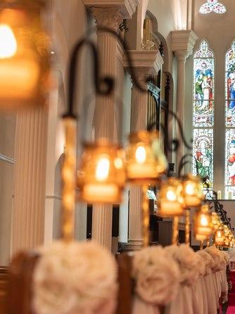 OSAKA St.BATH CHURCH(大阪セントバース教会) チャペル(宝石を溶かし込み創られたステンドグラス)画像1-1
