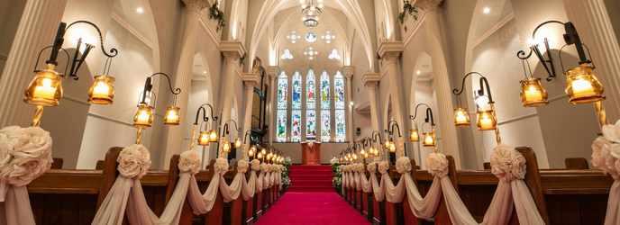 OSAKA St.BATH CHURCH(大阪セントバース教会) チャペル(天井高11m/陽光で輝くステンドグラス)画像2-1