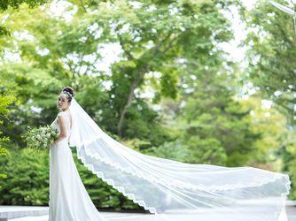 森のチャペル 軽井沢礼拝堂 ホテル軽井沢エレガンス:旧軽井沢の別荘地の緑がドレスを品よく見せてくれる大人ウェディング