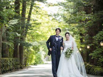 森のチャペル 軽井沢礼拝堂 ホテル軽井沢エレガンス:軽井沢らしい緑のトンネルの一本道を抜けて森のチャペルへ