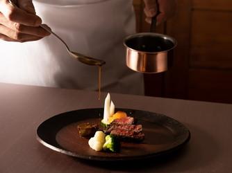万平ホテル:お料理はどの世代にも受け入れられる味わい深い逸品ばかり。大正時代の復刻メニューも人気