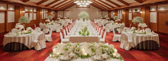 万平ホテル:披露宴会場は3か所。別棟のクラシカルな独立型会場や、四季折々のお庭がのぞめる少人数様向けの会場など。