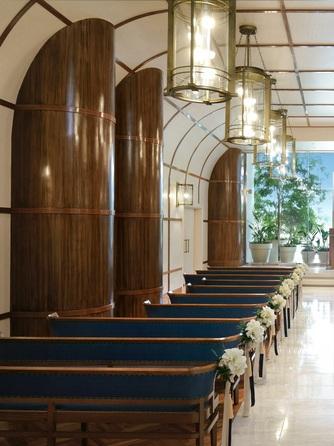 ヨコハマ グランド インターコンチネンタル ホテル チャペル(窓一面に広がる海と空に祝福される誓い)画像1-1