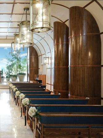 ヨコハマ グランド インターコンチネンタル ホテル チャペル(窓一面に広がる海と空に祝福される誓い)画像1-2