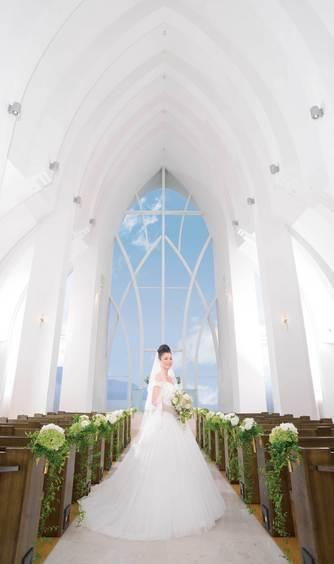 Angerobe Journée(アンジェローブ ジェルネ) チャペル(18mの高さを誇る花嫁憧れの純白チャペル)画像2-1