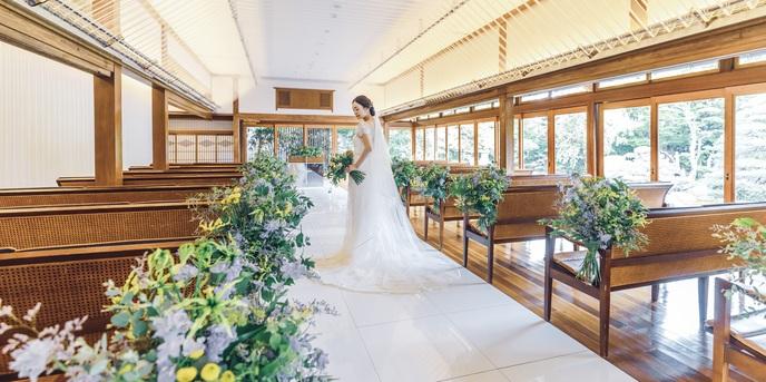 三瀧荘 一面の窓から日本庭園を臨むパーティー会場画像2-1