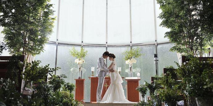 ヴィラ・グランディス ウエディングリゾート チャペル(樹々の温もりを感じるアットホームチャペル)画像1-1
