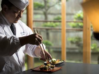 日本料理 つば甚 大広間黒の塗テーブル画像2-3