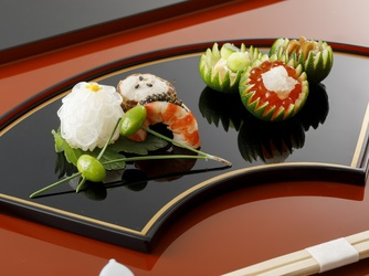 日本料理 つば甚 大広間黒の塗テーブル画像2-1