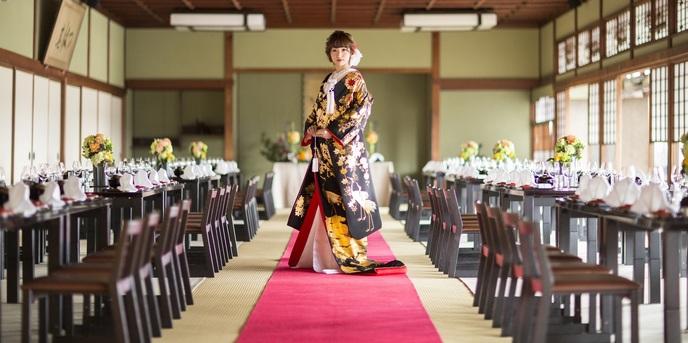 日本料理 つば甚 大広間黒の塗テーブル画像1-1