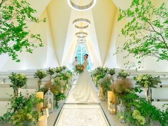 軽井沢プリンスホテル フォレスターナ軽井沢:パーティールームのすぐ隣にガーデンやテラスがあり、青空の下でゲストとゆっくり寛げる空間が広がる
