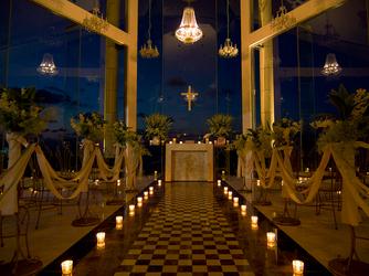 チャペル・ダイアモンドオーシャン(沖縄かりゆしホテルズウェディング):ナイトウエディングはキャンドルを灯して幻想的に☆