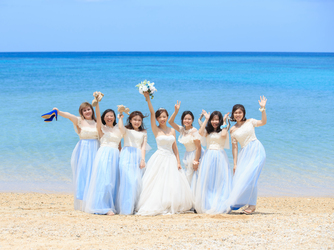 チャペル・ダイアモンドオーシャン(沖縄かりゆしホテルズウェディング):かりゆしビーチに皆集合!