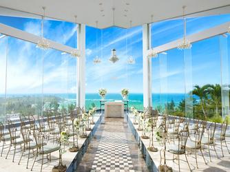 チャペル・ダイアモンドオーシャン(沖縄かりゆしホテルズウェディング):360度ガラス張りの海が見渡せるチャペル☆