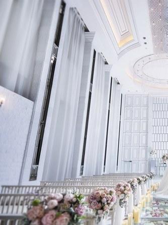 ラグナヴェール TOKYO チャペル(天井高7mの開放的なチャペル)画像1-1
