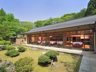 フレンチレストラン 千秋亭 四季折々の自然に囲まれた和モダン空間画像2-3
