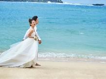 アクアルーチェ・チャペル(ANAインターコンチネンタル万座ビーチリゾート):【ビーチ】県内有数の透明度を誇るビーチでフォトツアーも