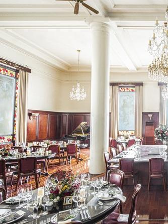 マリーゴールド門司港迎賓館 重厚感溢れる披露宴会場画像1-1