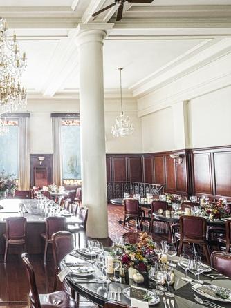 マリーゴールド門司港迎賓館 重厚感溢れる披露宴会場画像1-2