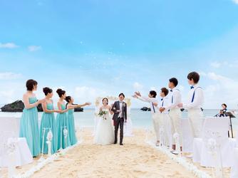アイネス ヴィラノッツェ 沖縄:チャペル目の前のビーチでは憧れのビーチウエディングが叶います。