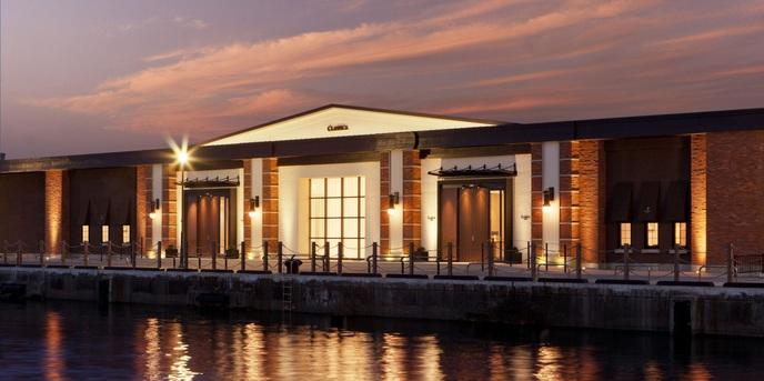 クラシカ ベイ クオーレ 港町に佇む赤レンガの建築美画像1-1