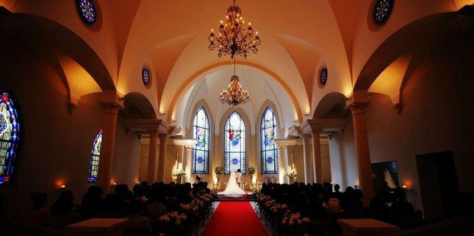 ローズガーデンクライスト教会:正式なプロテスタント教会として献堂されたローズガーデンクライスト教会はおふたりの誓いを立てる特別な場所。おふたりだけの挙式やご家族、ご友人をご招待されての温かな挙式までお手伝いさせていただきます