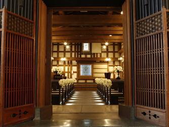 ゲストハウス平源 チャペル(国登録有形文化財の蔵で執り行う挙式)画像2-1