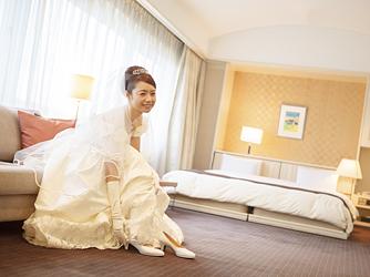 ベストウェスタン レンブラントホテル東京町田 開放感あるガーデンチャペル画像2-3