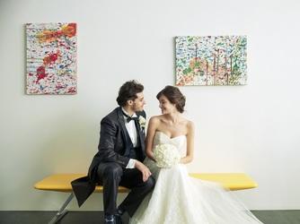 軽井沢ニューアートミュージアム・風通る白樺と苔の森:所蔵のアートの中からふたりのお気に入りの作品を飾ることもできる