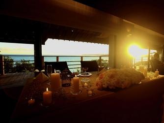 百名伽藍(GARAN WEDDING):220°のパノラマオーシャンを背景に、お二人だけの卓上装花を