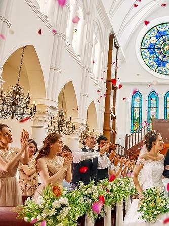 アルカンシエル luxe mariage大阪 チャペル(階段入場が叶う大聖堂 / 着席110名)画像1-1