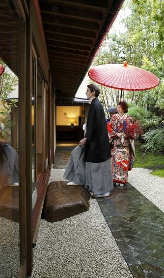萬屋本店-KAMAKURA HASE est1806- 洋装姿・和装姿どちらも映えるしつらい画像2-1