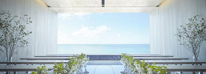ブルー インフィニティー:2017年3月、沖縄恩納村にグランドオープン! チャペル「ブルーインフィニティ」の窓からは青い海が一面に広がり、最高のリゾートウェディングが実現