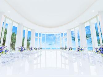 グラン・ブルーチャペル カヌチャベイ:360度ガラス張り、紺碧の海の大パノラマが広がる