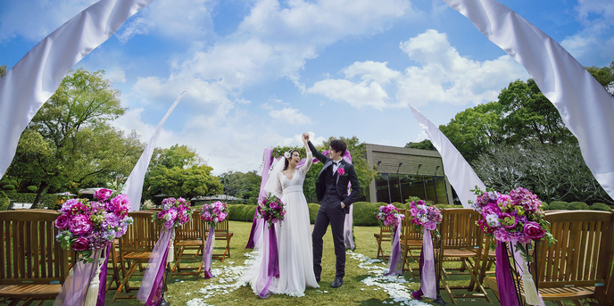 THE GRASS HOUSE 桜の杜 セレモニースペース(太陽と空と緑に愛を誓うガーデン挙式)画像1-1